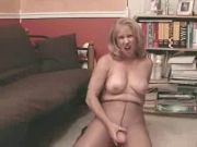 Pantyhosed dame who knows the score